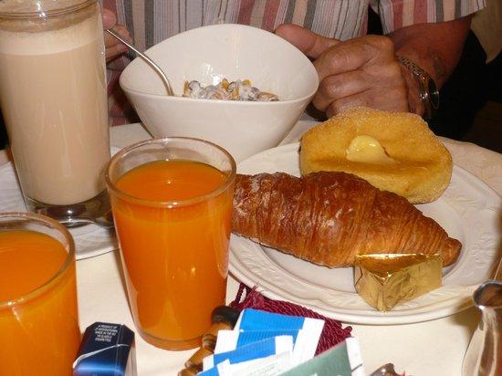Hotel Cinquantatre: Ontbijt