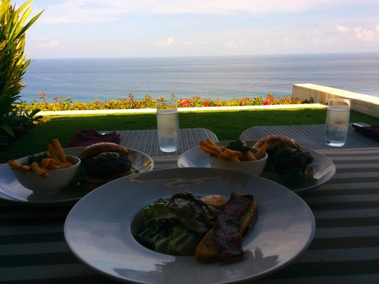 The Ungasan Clifftop Resort: Room service