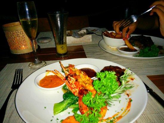 The Ungasan Clifftop Resort: Dinner at Finns Beach Club