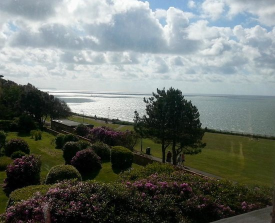 Hotel Riviera: looking East towards the Isle of Wight