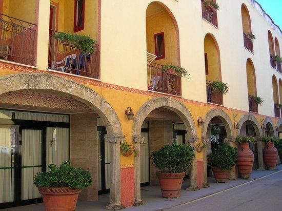 Hotel Poseidonia Mare: Фасад отеля