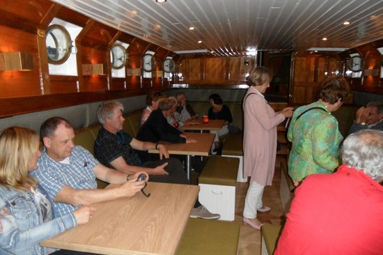 Rederij Aemstelland Private Boat Tours: Kijkje van binnen na het dessert