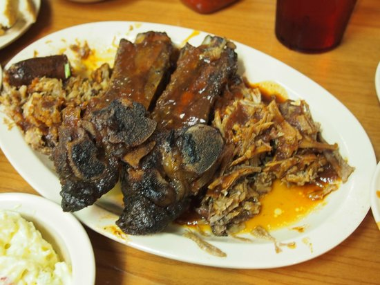 Interstate Barbecue : sample platter - highly recommended