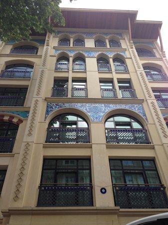 Neorion Hotel: Вид с улицы