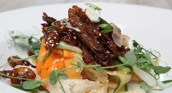 ‪‪Windlesham‬, UK: Sticky Crispy Duck Salad with mooli , cucumber & carrot‬