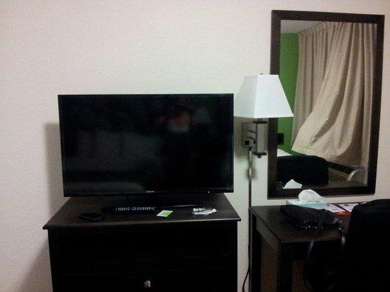 Super 8 Daytona Beach Oceanfront: Tv