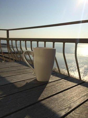 Shoreside Inn: Sunrise and tea