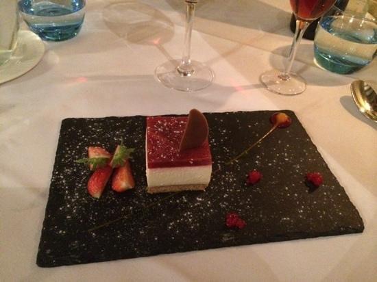 Charingworth Manor: Strawberry Cheesecake