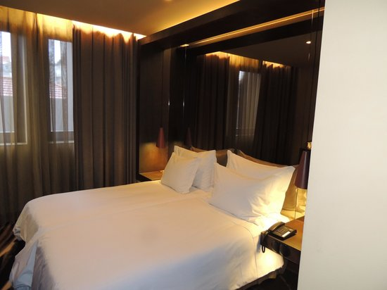 Hotel Teatro Porto: Avec miroir pour les coquins