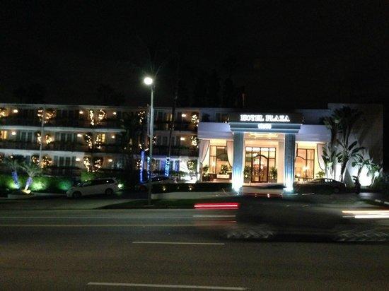 Beverly Hills Plaza Hotel: mooi verlicht savonds