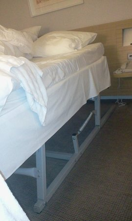 Novotel Athenes: This was the noisy main double bed in my room