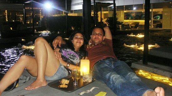 Centara Watergate Pavillion Hotel Bangkok: relaxing at Moom Sabai Bar after a tiring day.