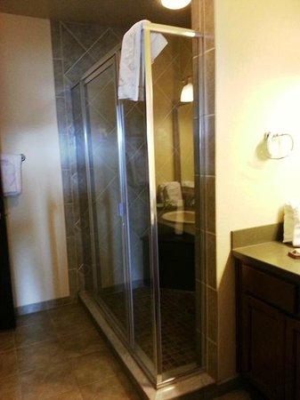 Grande Villas at World Golf Village: Huge shower in king master suite