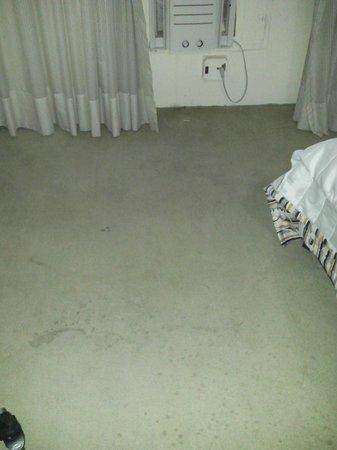 Hotel Atlantico Praia: Alfombra habitación 25 junio 2014 olor a orina fuerte