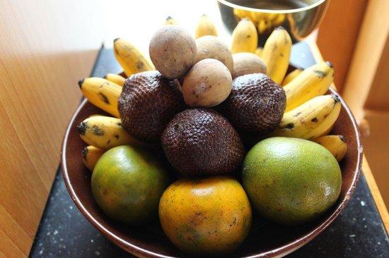 Amanjiwo Resorts: 部屋のフルーツ