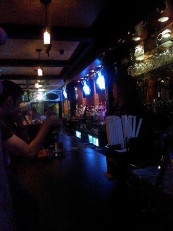 Wingate by Wyndham Manhattan Midtown: pub ao lado