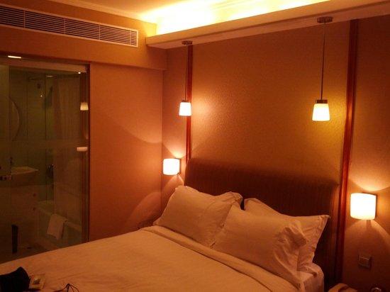 The Wharney Guang Dong Hotel Hong Kong : executive floor room
