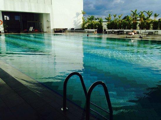 Pullman Kuching: Pool