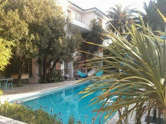 Hotel Le Val Duchesse : Hotel en zwembad