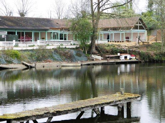 Silence Le Relais des Etangs de Guibert : Lakeside terrace