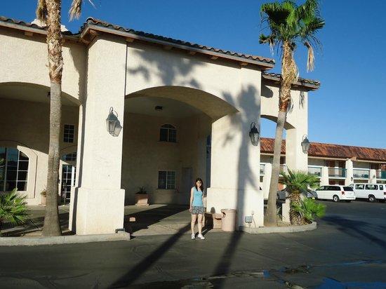 BEST WESTERN PLUS A Wayfarer's Inn and Suites: Fachada externa
