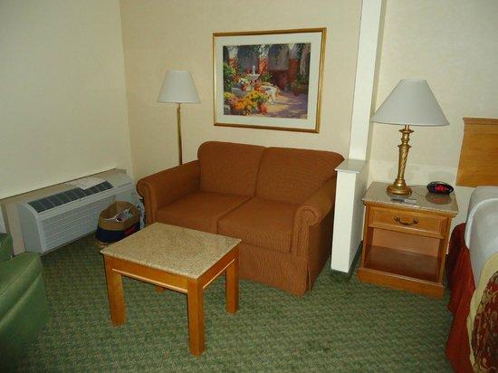 Best Western Plus A Wayfarer's Inn and Suites: Vista interna do quarto