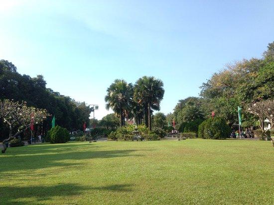Intramuros: Fort Santiago gardens