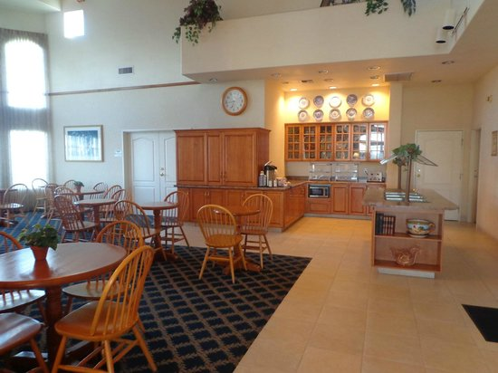 BEST WESTERN PLUS A Wayfarer's Inn and Suites: Salão do café