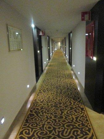 Sandos Monaco Beach Hotel & Spa: Gang van de kamers
