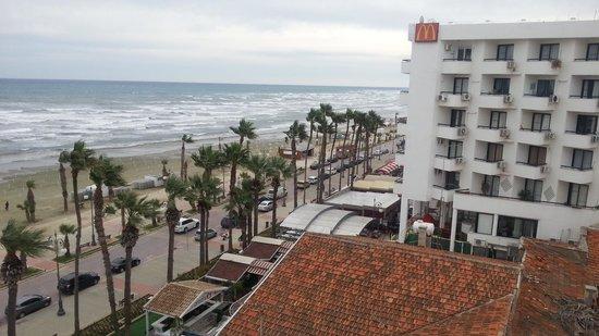 Les Palmiers Beach Hotel: Utsikt från hotellet