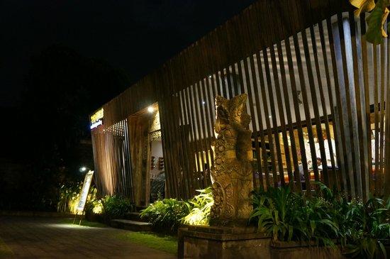 Sri Ratih Cottages : Externa do restaurante