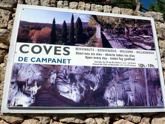 Coves de Campanet: Panneau avec horaires visites