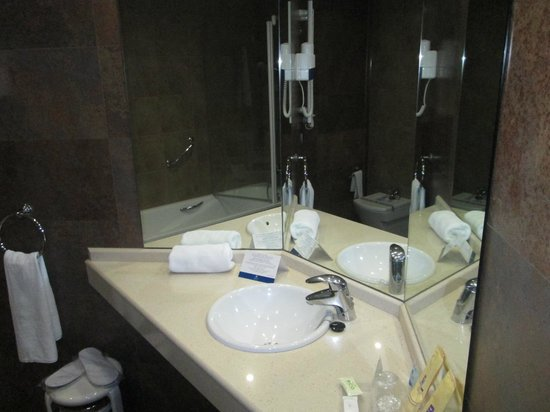 Sandos Monaco Beach Hotel & Spa: Lavabo