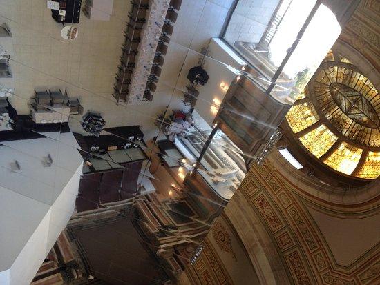 Oleum: 天井の装飾