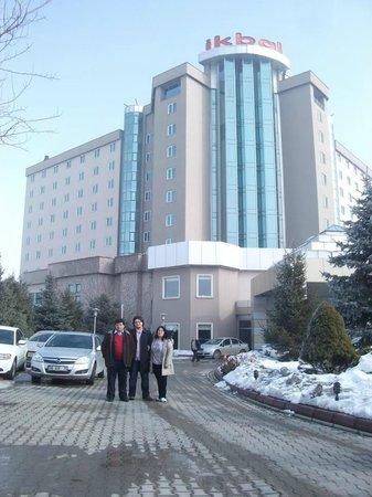 Ikbal Thermal Hotel & Spa: Otelin dış görünüşü...