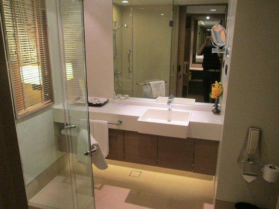 Grand Mercure Fortune Bangkok: Badkamer met douche