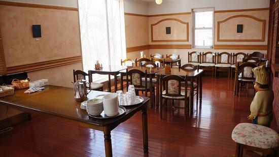 Niseko Freedom Inn: Dinning area