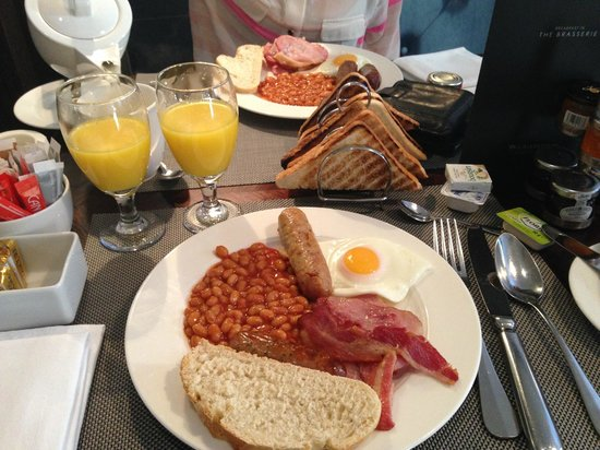 Waldorf Astoria Edinburgh - The Caledonian: breakfast at the brasserie