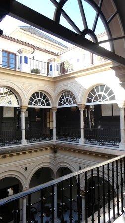 Hotel Palacio de Villapanes : Patio del Palacio, desde el segundo piso