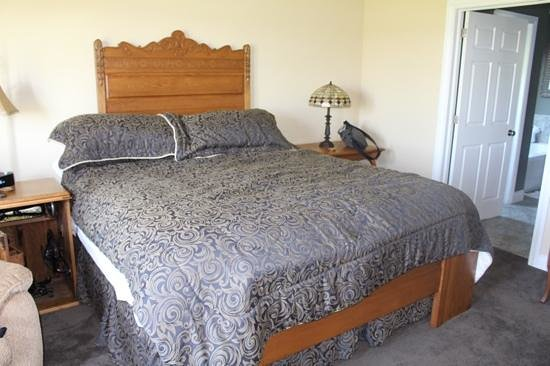 Wenzler's Landing Bed & Breakfast: king bed