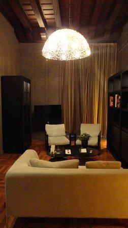 Hotel Palacio de Villapanes : Salita de la Suite 212