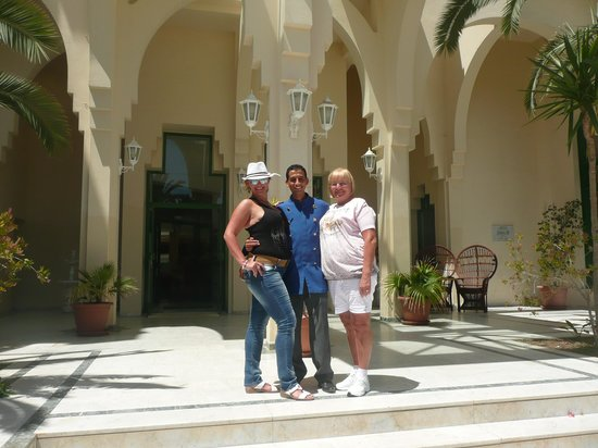 Nahrawess Hotel : цетральный вход