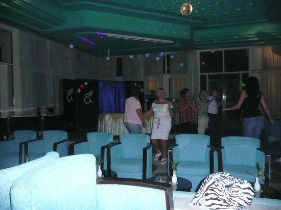 Nahrawess Hotel : диско в баре