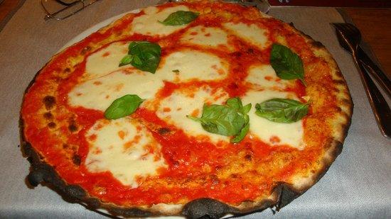 Pizzeria San Marco : Pizza Regina Margherita, una bontà