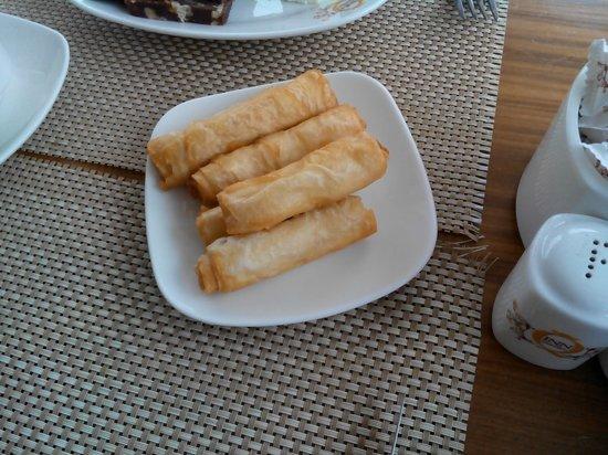 The Q-Inn Hotel Istanbul: завтрак - очень вкусные блинчики с сыром