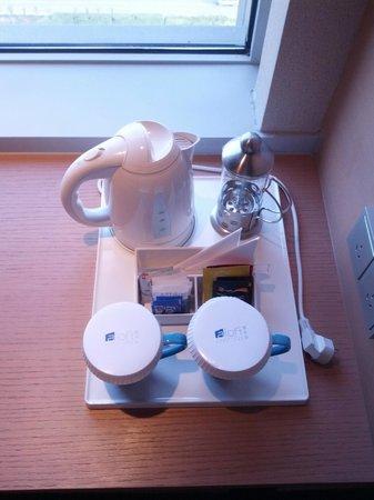Aloft Zhengzhou Shangjie Hotel: Coffee and tea set