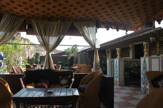 Sunder Palace Guest House: rooftop restaurant