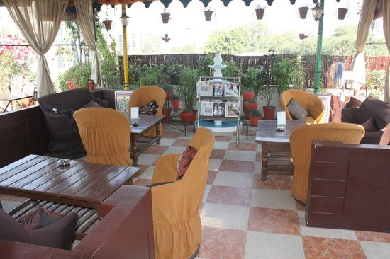 Sunder Palace Guest House : rooftop restaurant
