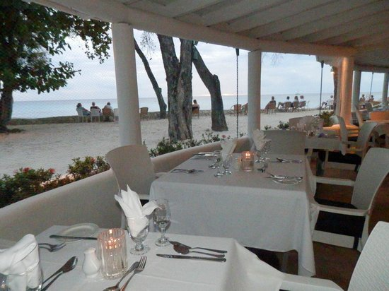 The Club, Barbados Resort and Spa: Fabulous dining arrangements right by the sea