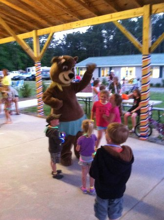 Yogi Bear's Jellystone Park at Gloucester Point: Jellystone Campground Is One Of The Best !